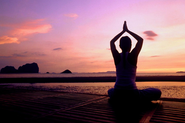 Sedute di yoga e hot yoga ispirato al bikram yoga con claudia cane